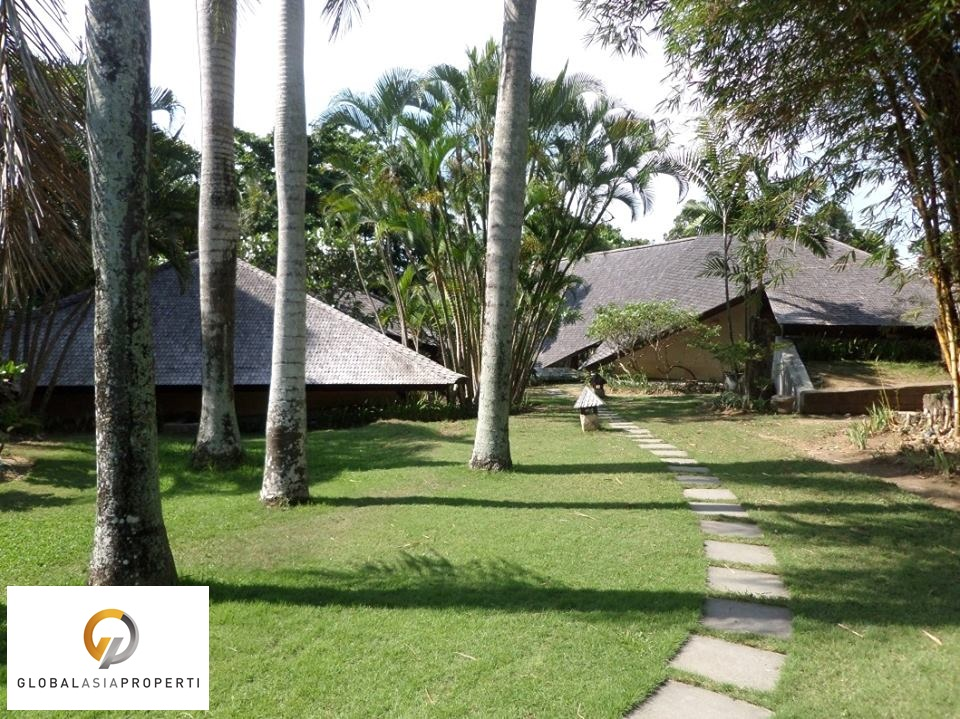 TUM004S 1 1 - BEAUTIFUL LAND WITH 3 UNIT VILLA IN UMALAS FOR SALE