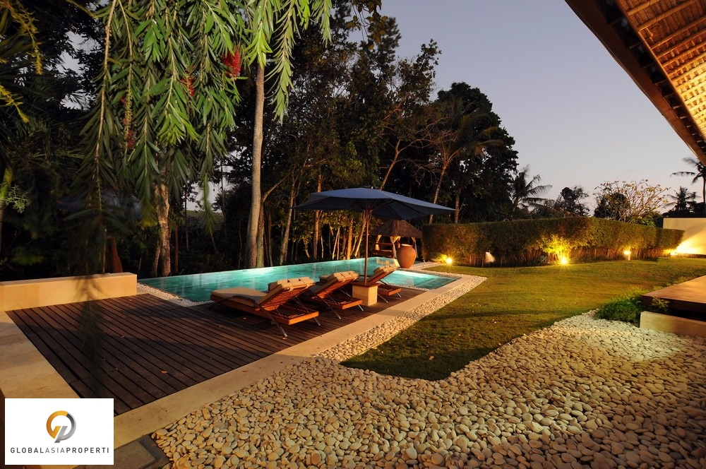 1 44 - BEAUTIFUL FOUR BEDROOMS VILLA IN AREA OF CANGGU FOR SALE
