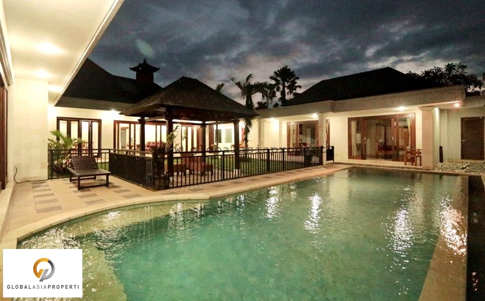1 9 - BEAUTIFUL FIVE BEDROOMS VILLA IN BERAWA CANGGU FOR RENT