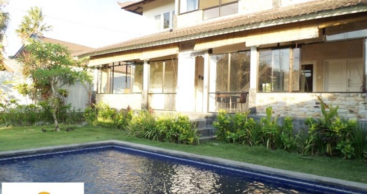 SAM 4742 720x380 - COZY VILLA WITH RICEFIELD VIEW IN UMALAS FOR RENT